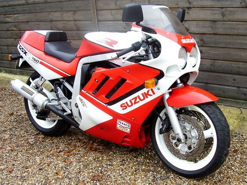 1989 Suzuki GSX-R 750-J 'Slingshot' (UK bike, Restored 2015) For Sale (picture 2 of 6)