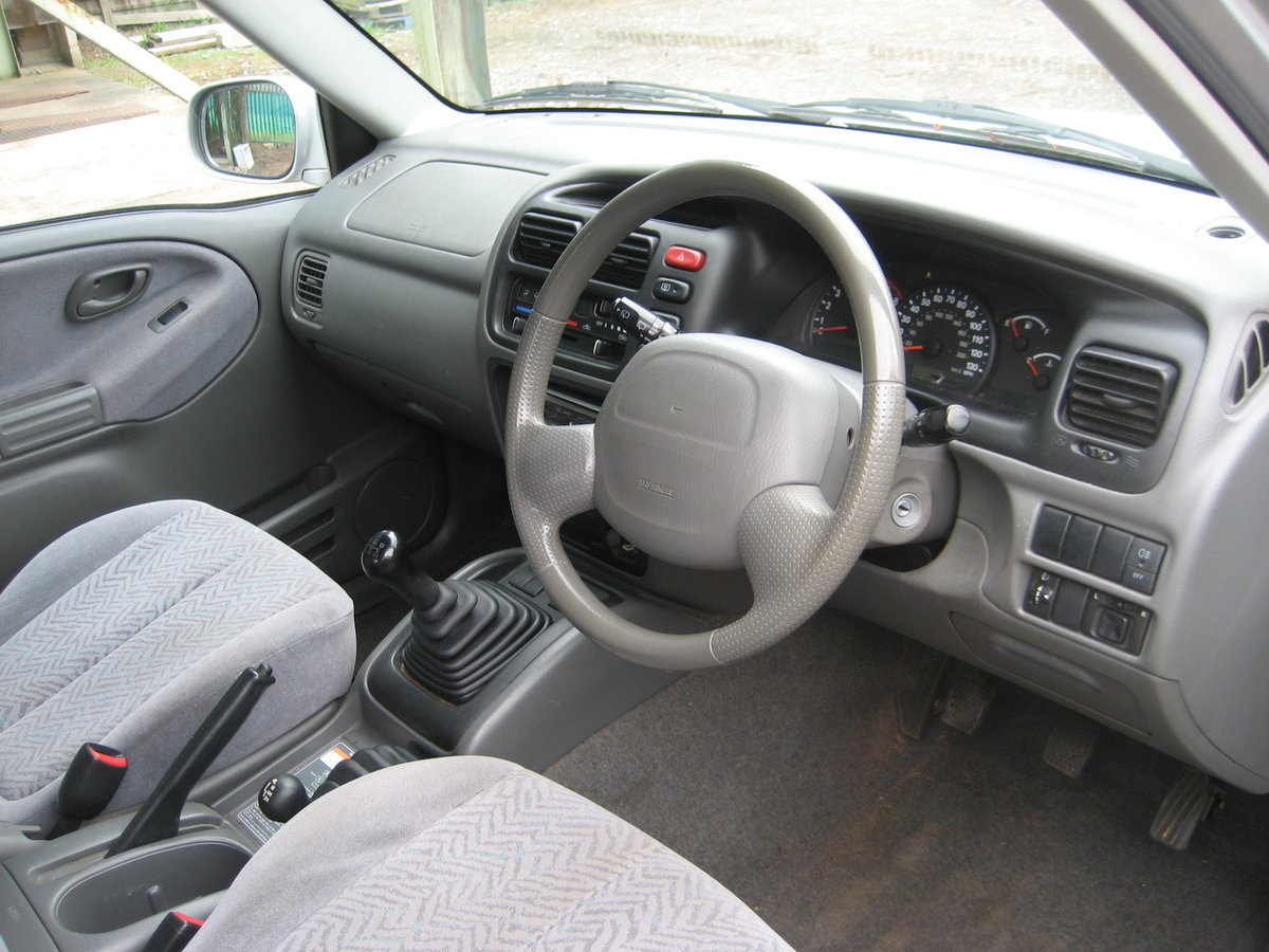 2001 Suzuki Grand Vitara 3 door SE SOLD (picture 4 of 6)
