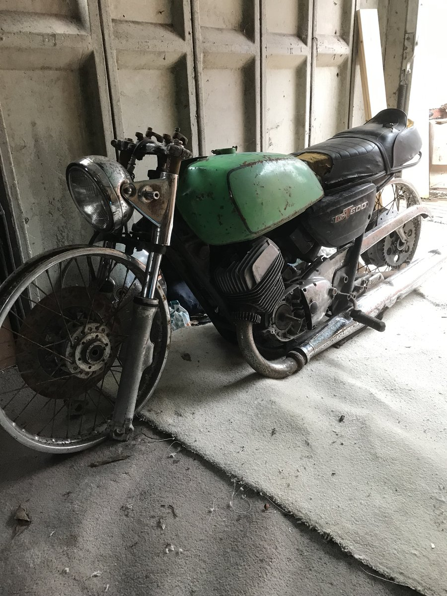 1975 Suzuki gt500 restoration project For Sale (picture 1 of 2)