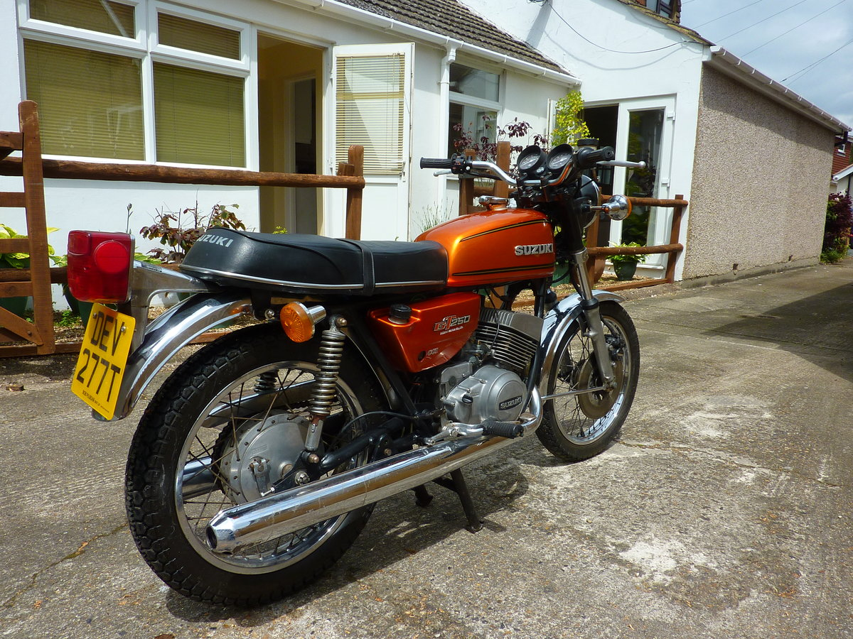 1977 Suzuki GT250B project bike SOLD (picture 3 of 6)
