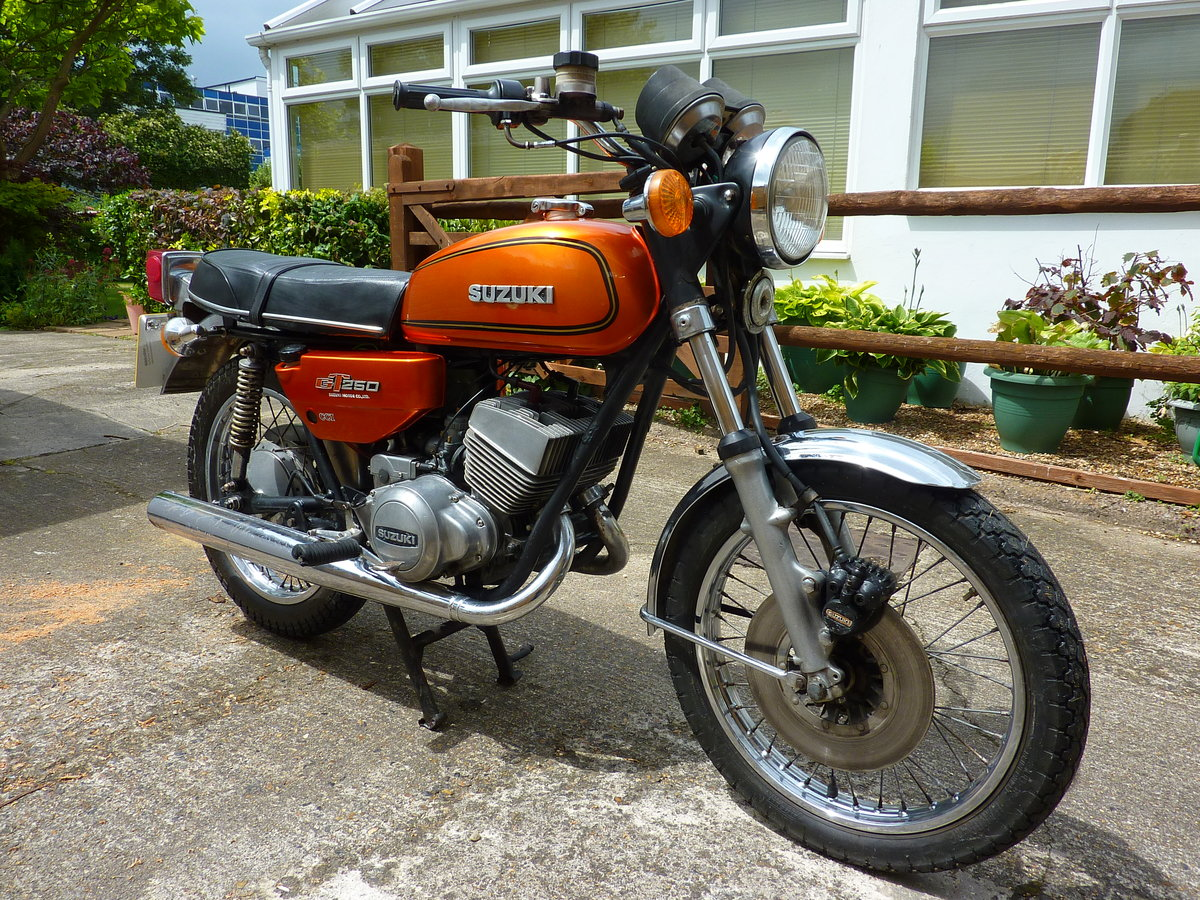 1977 Suzuki GT250B project bike SOLD (picture 4 of 6)