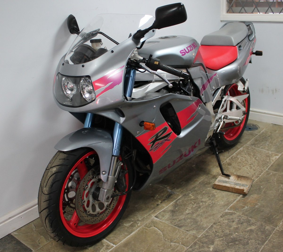 1994 Suzuki  GSXR 750 R WR Four Stroke DOHC SUPERB For Sale (picture 6 of 6)
