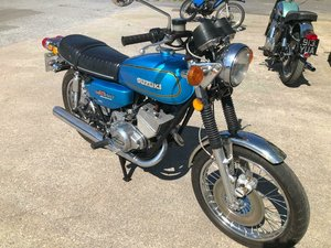 1975 SUZUKI GT 250. nice clean bike. For Sale
