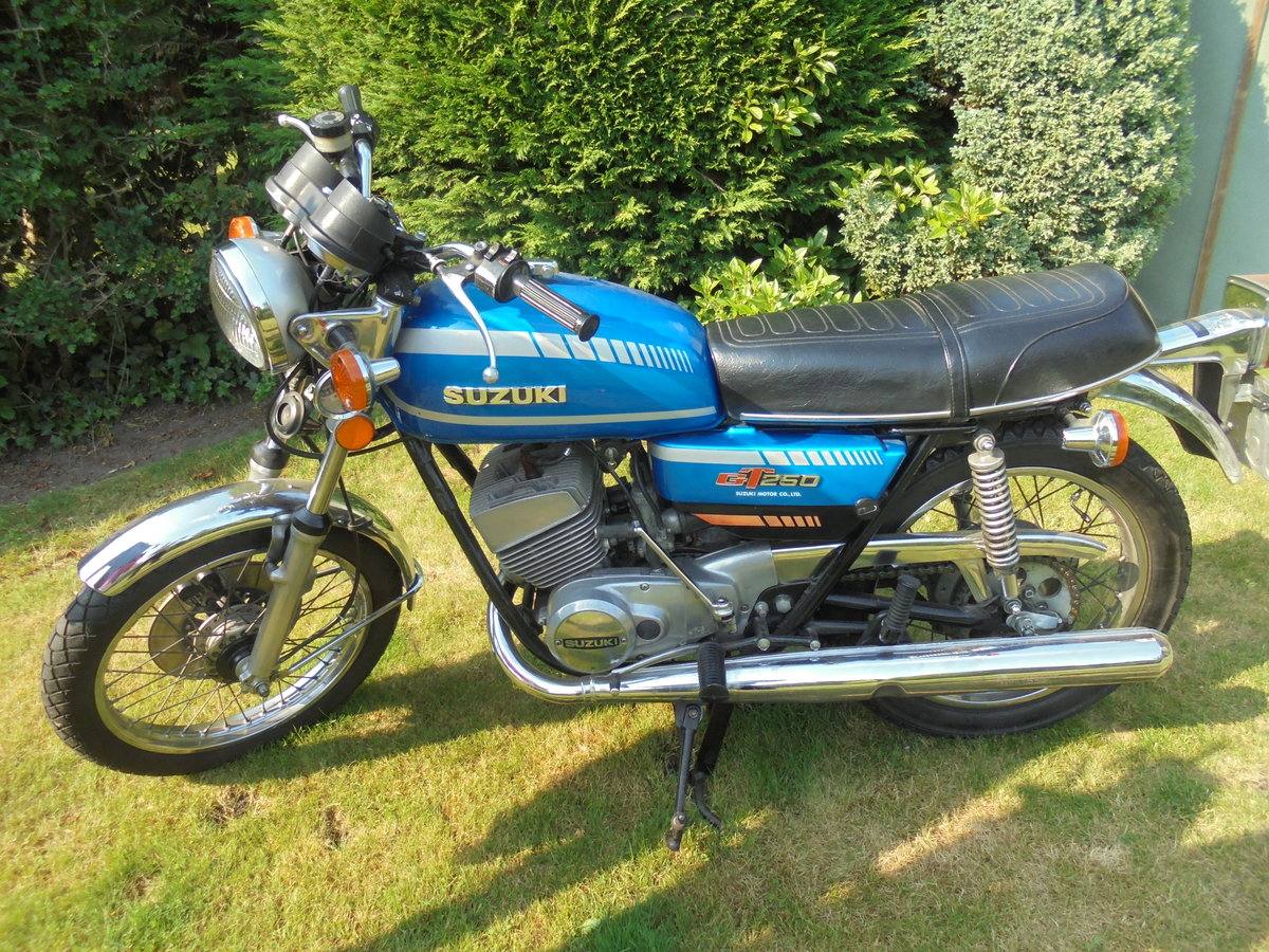 1977 suzuki gt250b immaculate For Sale (picture 1 of 6)