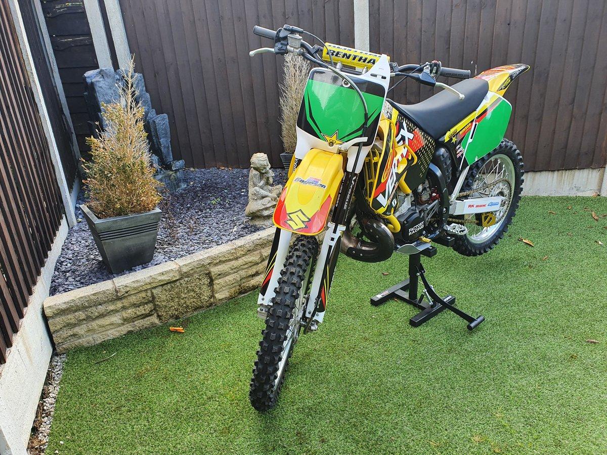 1999 Suzuki RM250 2 Stroke Moto Cross in yellow For Sale (picture 2 of 6)