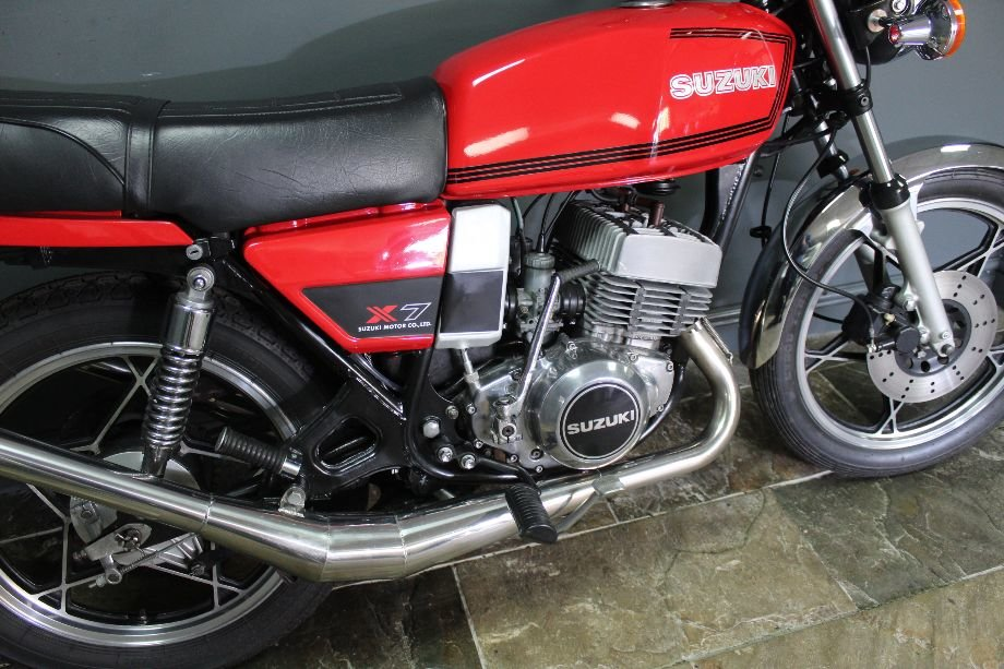 1981 Suzuki X7 250 cc Two Stroke Twin SUPERB  For Sale (picture 2 of 6)