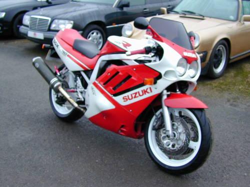 1988 SUZUKI GSX R 750  For Sale (picture 1 of 6)