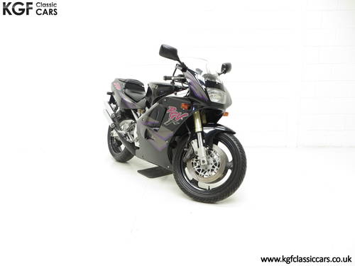 1993 A Race-Bred UK Suzuki RGV250P VJ22 in Superb Condition SOLD (picture 1 of 6)