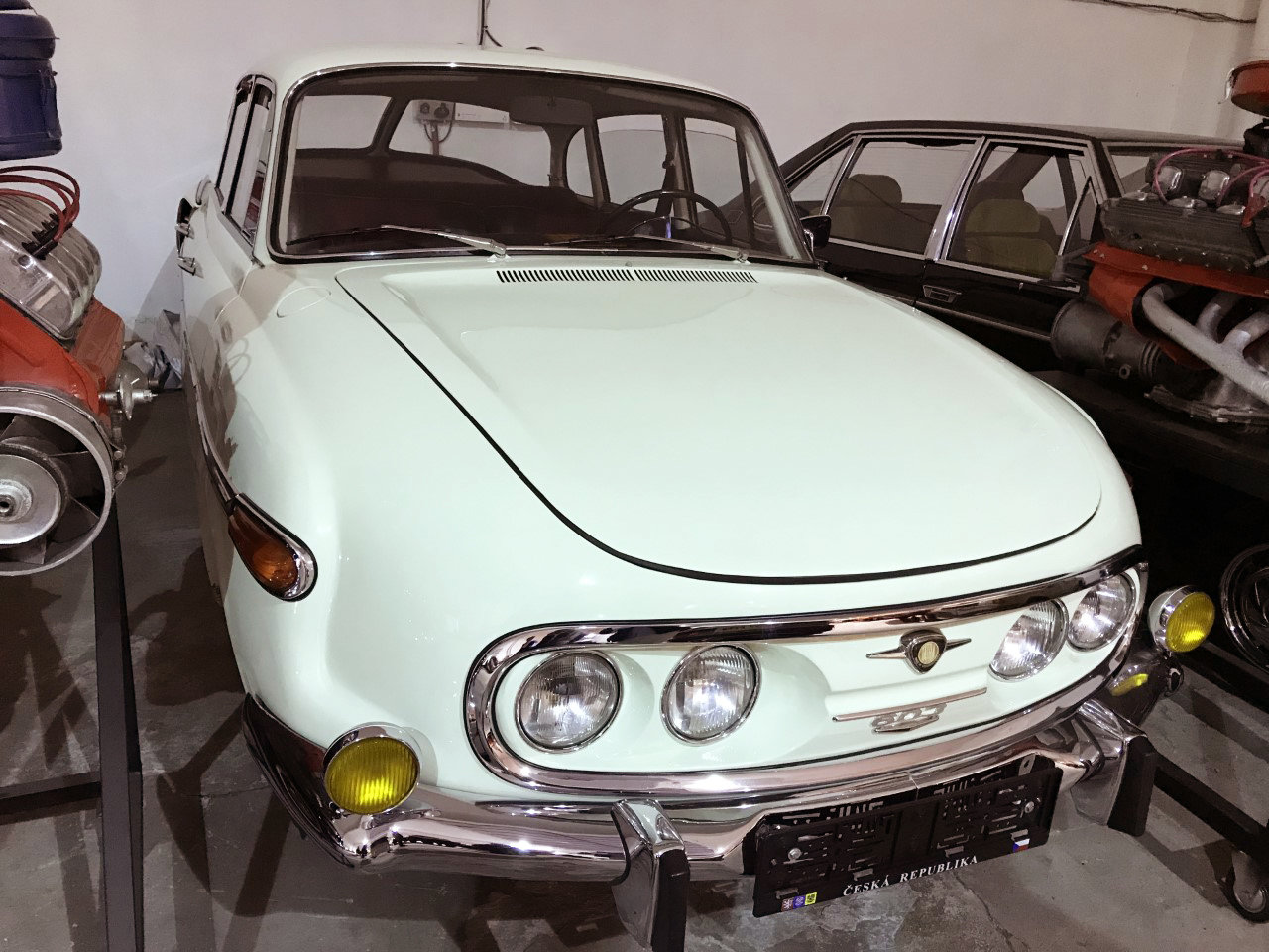 1974 Tatra 603 white For Sale (picture 1 of 6)