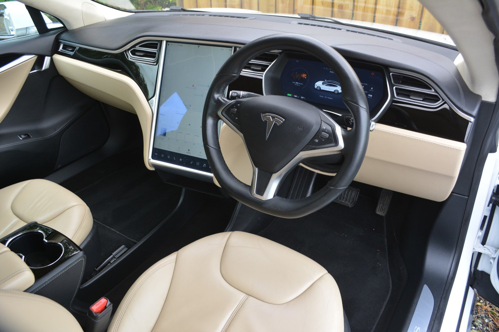 2014 TESLA MODEL S 60KWH - AutoPilot - Cream Interior For Sale (picture 3 of 6)