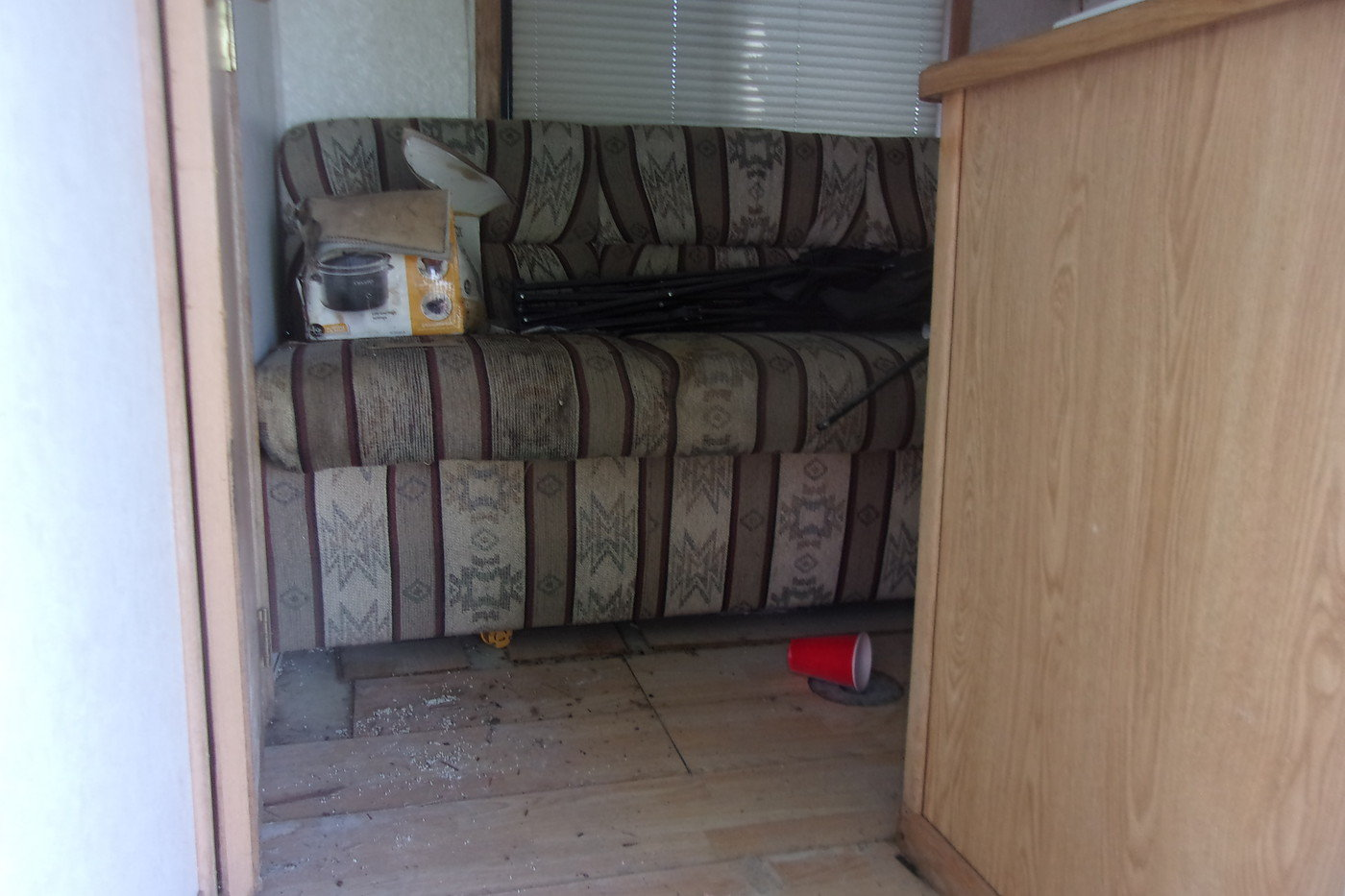 2003 4 Horse Trailer with Living Quarters For Sale (picture 4 of 12)