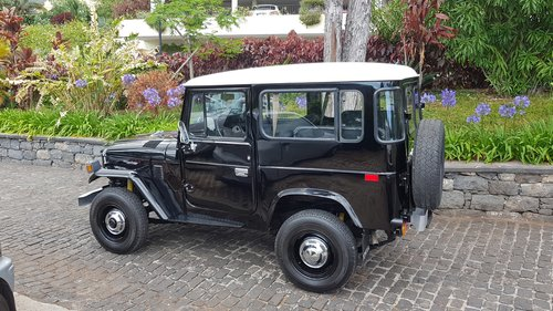1981 Toyota Land Cruiser BJ40    7 Seats   SOLD (picture 2 of 6)