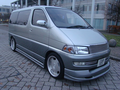 1999/T TOYOTA HIACE REGIUS MPV ++ JDM VIP STYLE DAY VAN ++ For Sale (picture 2 of 6)