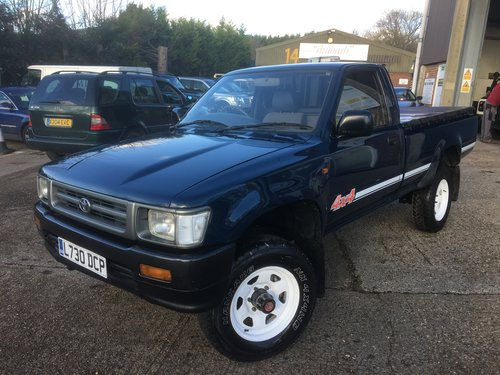 1993 TOYOTA HI LUX 2.4 DIESEL 4WD TRUCK For Sale (picture 2 of 6)