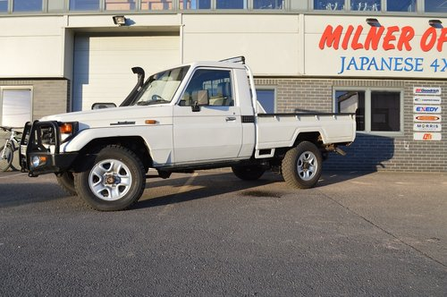 2006 Toyota Land Cruiser HZJ79 4x4 Pickup For Sale (picture 2 of 6)