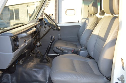 2006 Toyota Land Cruiser HZJ79 4x4 Pickup For Sale (picture 4 of 6)