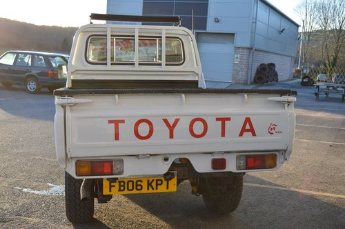 2006 Toyota Land Cruiser HZJ79 4x4 Pickup For Sale (picture 5 of 6)