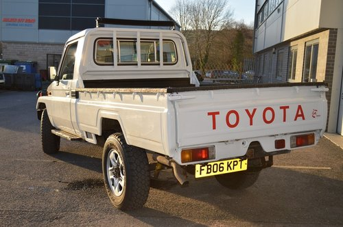 2006 Toyota Land Cruiser HZJ79 4x4 Pickup For Sale (picture 6 of 6)