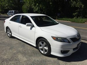 2011 Toyota Camry SE V6 = clean Ivory Auto 89k miles $9.4k For Sale