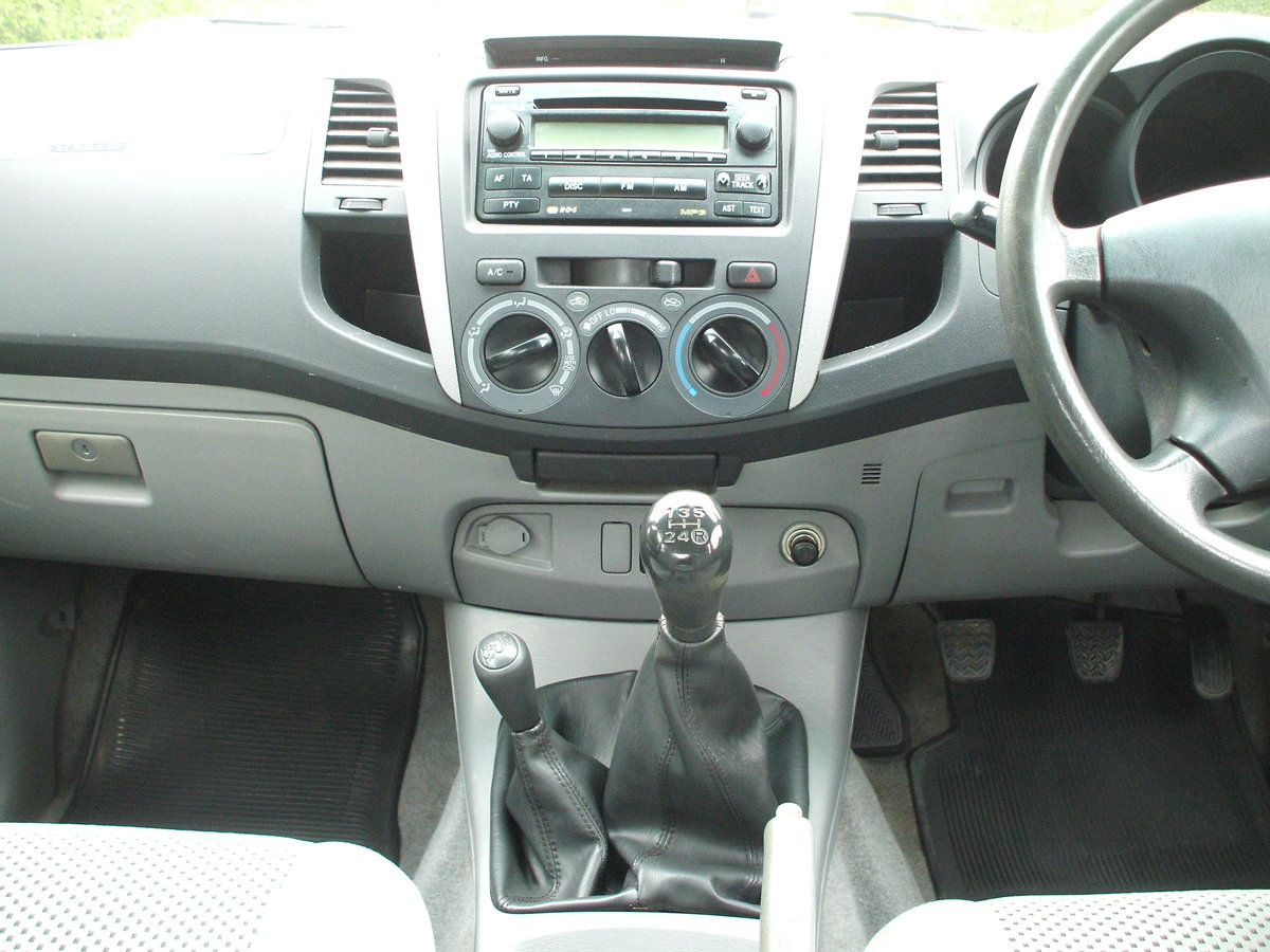 2009 Toyota Hilux For Sale For Hire (picture 5 of 6)