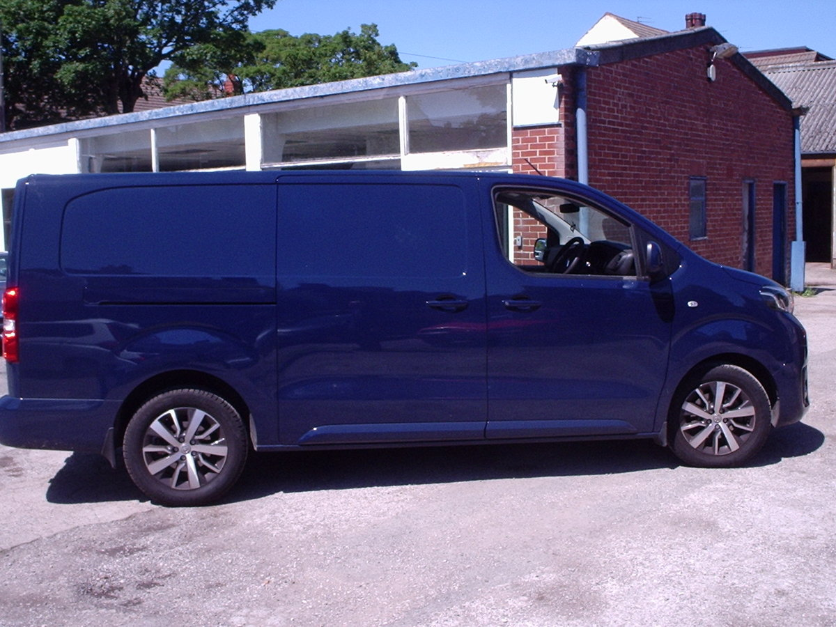 2017 TOYOTA PROACE 120 DIESEL COMFORT VAN 8000 Mls. For Sale (picture 3 of 6)