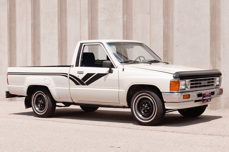 1988 Toyota Hilux DLX Standard Cab Pickup Truck Auto $obo For Sale (picture 2 of 5)
