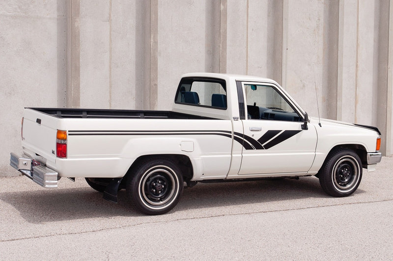 1988 Toyota Hilux DLX Standard Cab Pickup Truck Auto $obo For Sale (picture 3 of 5)