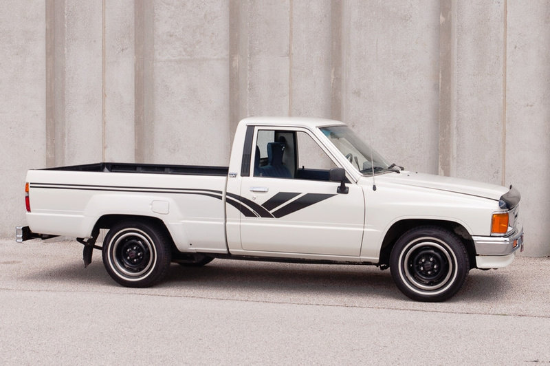 1988 Toyota Hilux DLX Standard Cab Pickup Truck Auto $obo For Sale (picture 5 of 5)