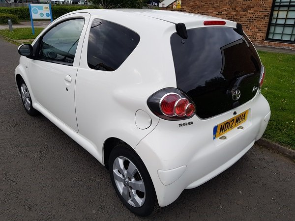 2012 TOYOTA AYGO 1.0 VVTI FIRE 3 DOOR HATCHBACK For Sale (picture 3 of 6)