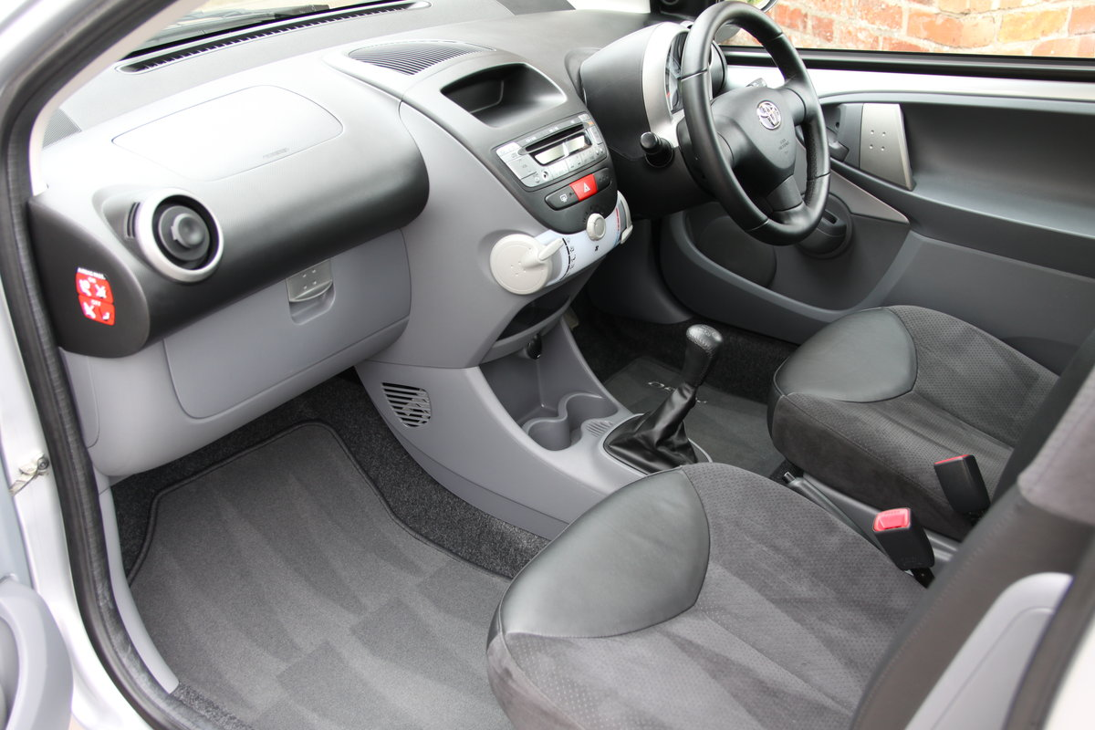 2008'08 Toyota Aygo 1.0 VVT-i Platinum 3dr For Sale (picture 3 of 6)