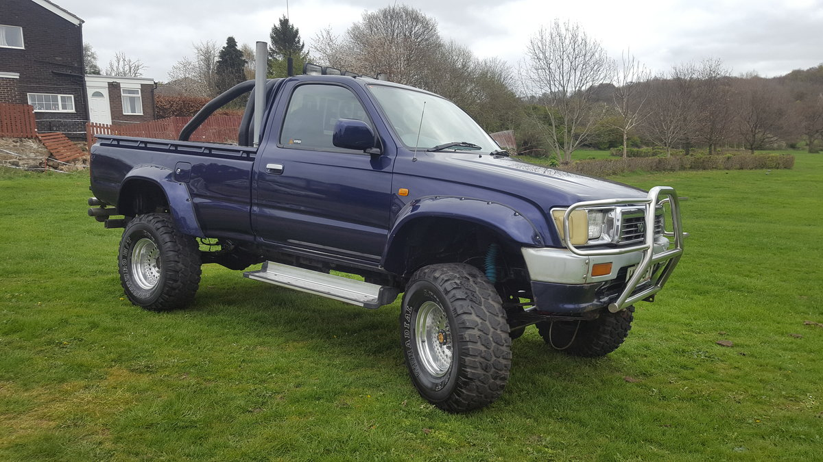 1991 Toyota hilux 2.4TD  For Sale (picture 1 of 6)