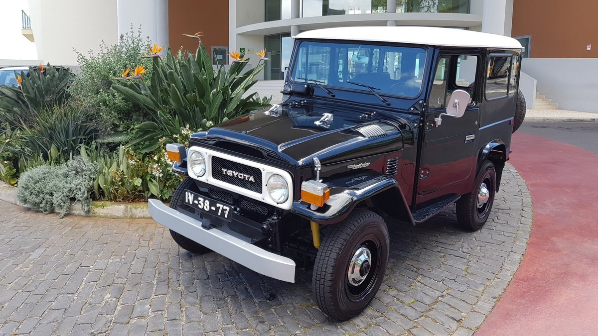 1981 Toyota Land Cruiser BJ40    7 Seats   SOLD (picture 1 of 6)