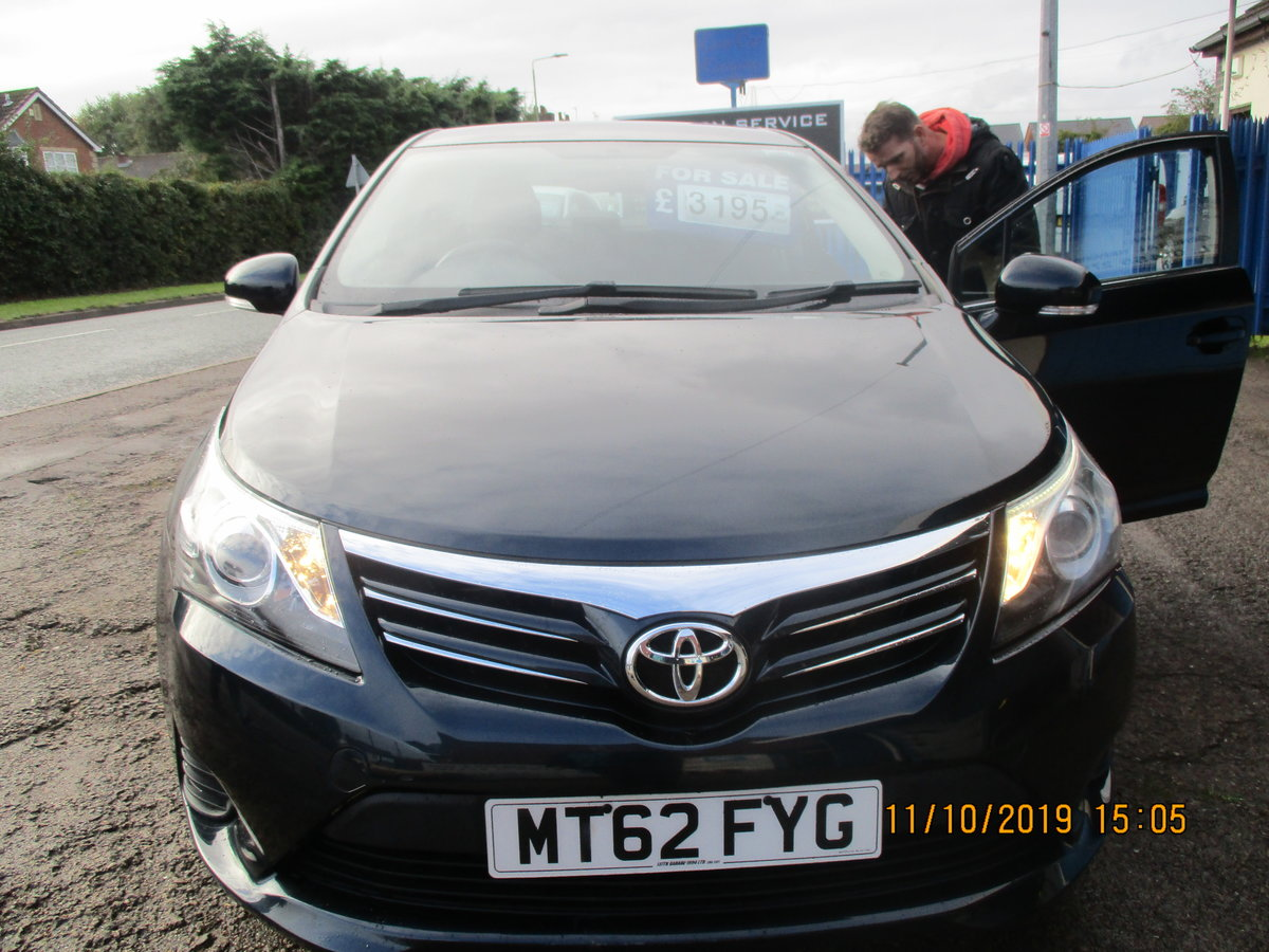 2012 62 SOUND DRIVER THIS 235K MILES TOYOTA AVENUES 4 DOOR SALOON For Sale (picture 1 of 6)