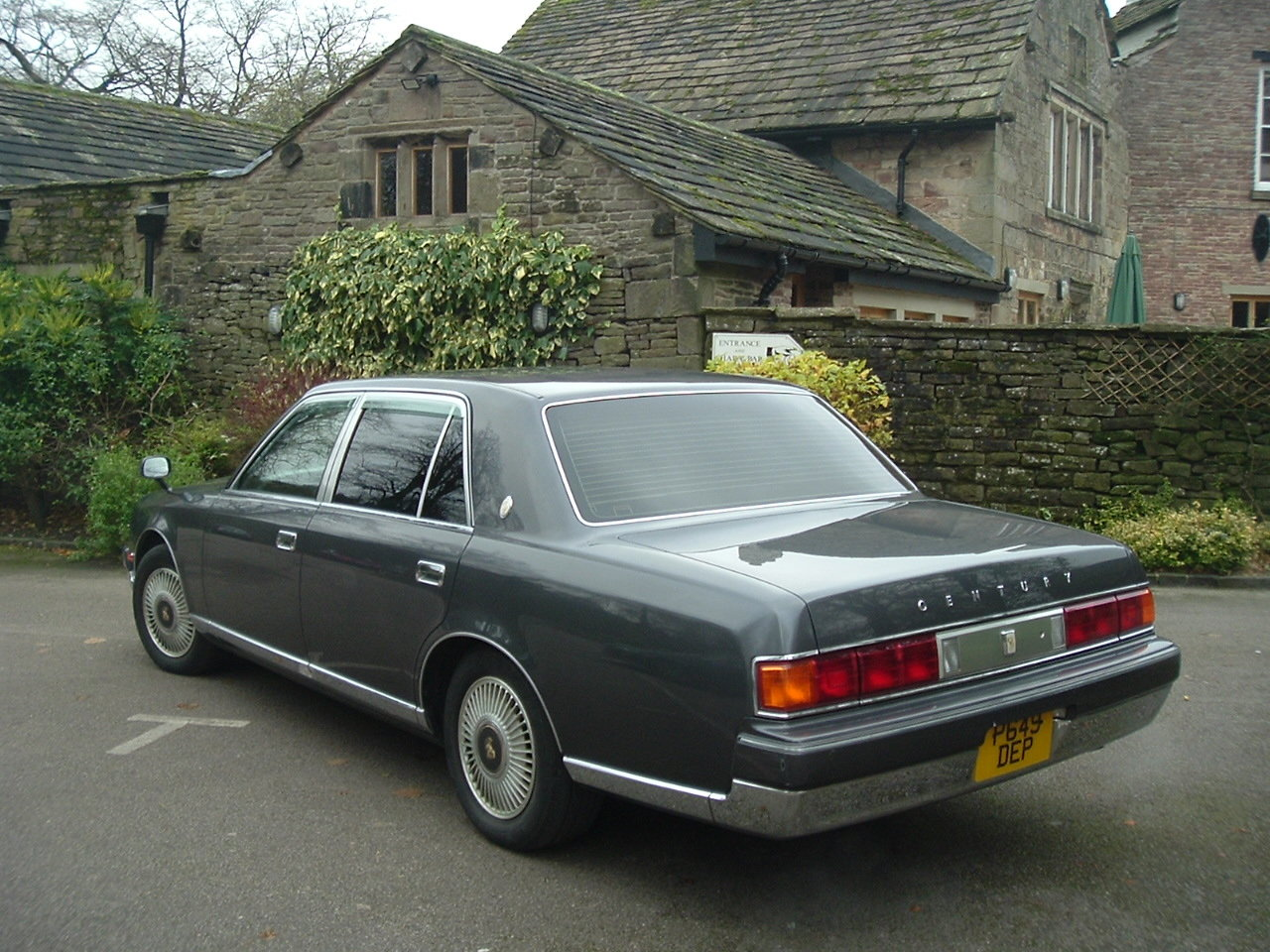 1997/P Toyota Century V12. Rinpo Grey/Lambswool. FSH. SOLD (picture 3 of 6)