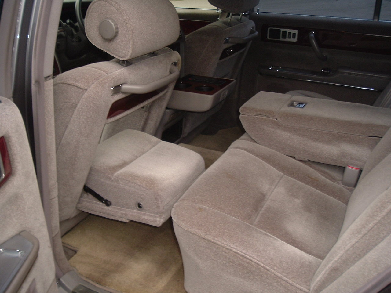 1997/P Toyota Century V12. Rinpo Grey/Lambswool. FSH. SOLD (picture 4 of 6)