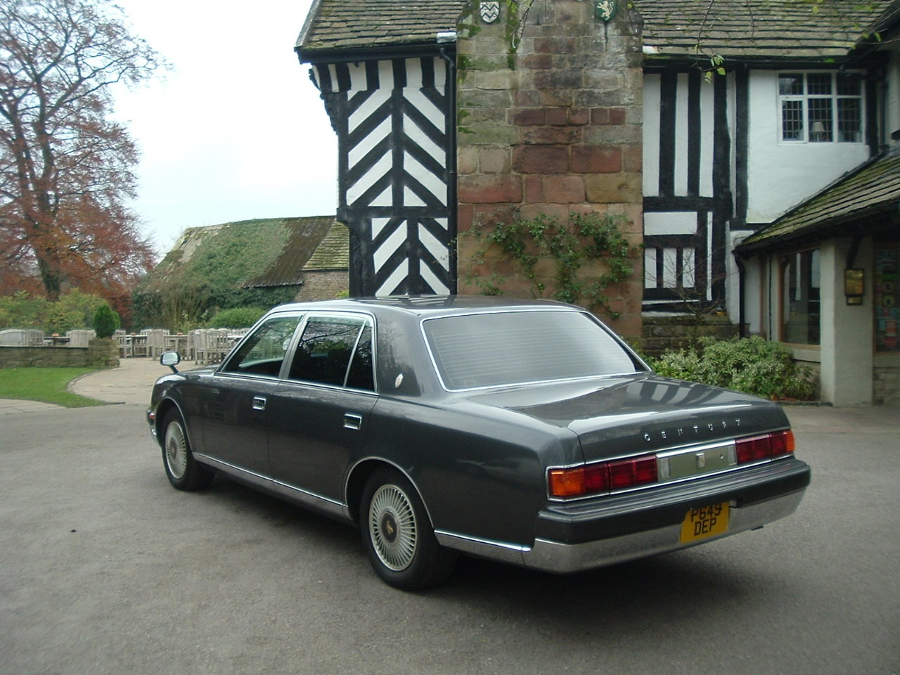 1997/P Toyota Century V12. Rinpo Grey/Lambswool. FSH. SOLD (picture 5 of 6)