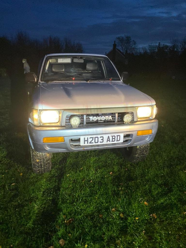 1991 Toyota hilux For Sale (picture 2 of 3)