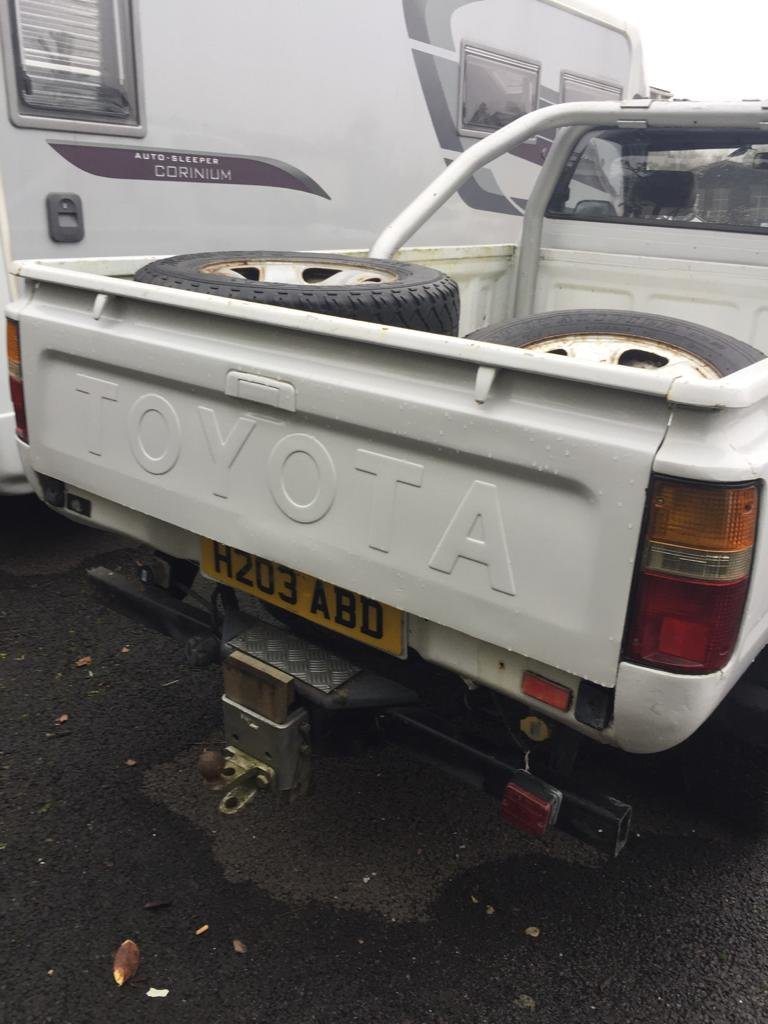 1991 Toyota hilux For Sale (picture 3 of 3)