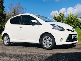 2012 / 62 Toyota Aygo Fire in Brilliant White  Ideal 1st Car For Sale (picture 1 of 6)
