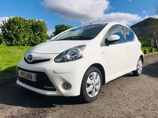 2012 / 62 Toyota Aygo Fire in Brilliant White  Ideal 1st Car For Sale (picture 2 of 6)