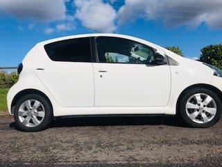 2012 / 62 Toyota Aygo Fire in Brilliant White  Ideal 1st Car For Sale (picture 3 of 6)