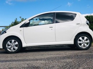 2012 / 62 Toyota Aygo Fire in Brilliant White  Ideal 1st Car For Sale (picture 4 of 6)