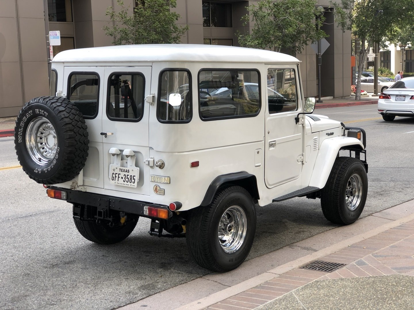 1976 TOYOTA LAND CRUISER FJ 40 SOLD (picture 2 of 6)