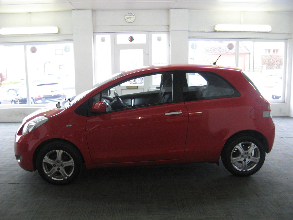 2010 10-reg Toyota Yaris 1.4D-4D TR For Sale (picture 4 of 6)