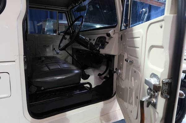1972 Toyota Land Cruiser FJ40 RHD Rare Gas Manual Ivory $33. For Sale (picture 3 of 6)