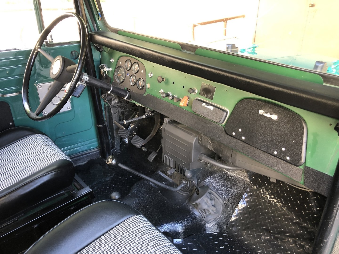 1969 TOYOTA LAND CRUISER FJ 40 For Sale (picture 4 of 6)