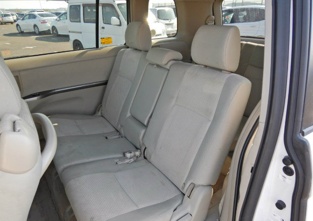 TOYOTA ISIS 2009 PLATANA 2.0 AUTOMATIC * 7 SEATER * POWER ST For Sale (picture 4 of 6)