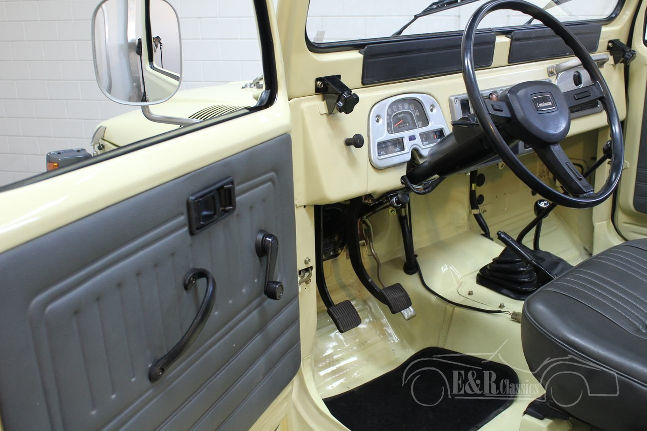 Toyota Landcruiser FJ40 1983 restored For Sale (picture 3 of 6)