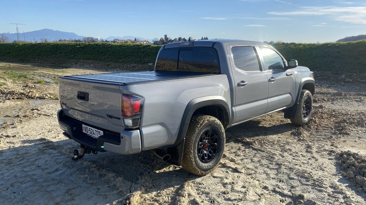 2017 Toyota Tacoma TRD PRO For Sale (picture 2 of 6)