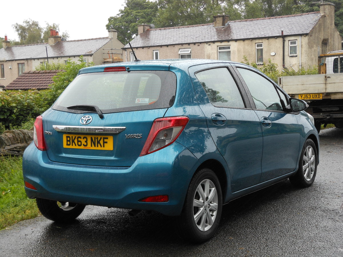 2013 23 Toyota Yaris 1.4 D4-D TR 5DR 1 Former Keeper + £20 TAX  SOLD (picture 2 of 6)